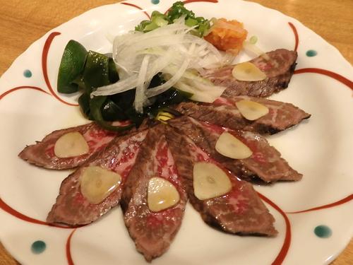 47藁焼き和牛のタタキ
