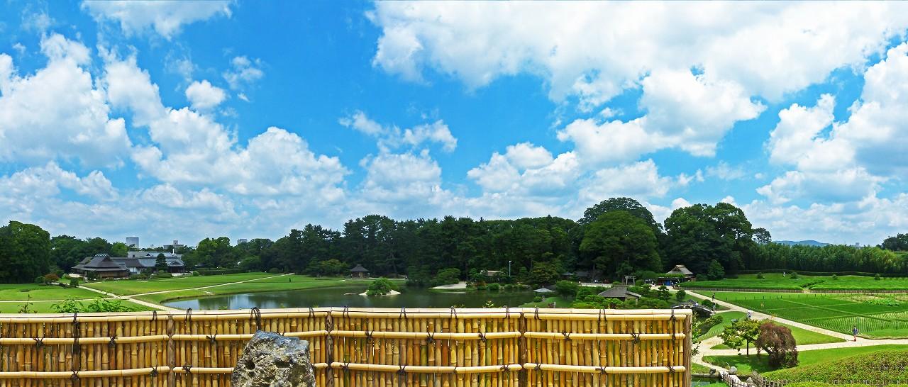 s-20160707 後楽園今日の唯心山頂上から眺めた夏空の園内ワイド風景 (1)