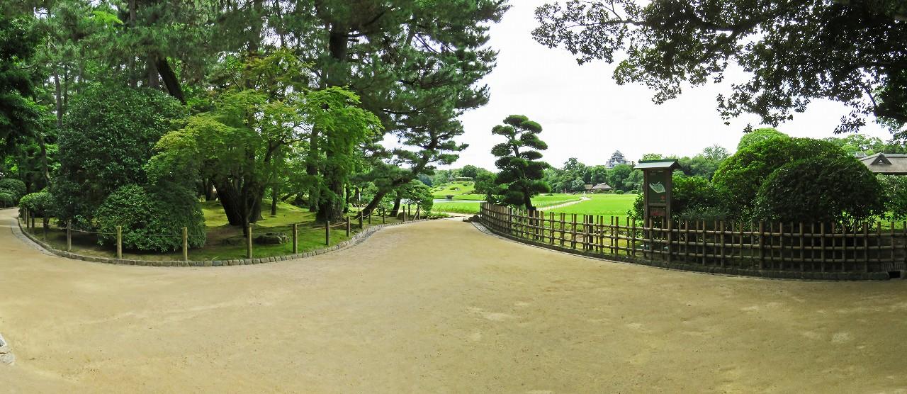 s-20160715 後楽園今日の園内入口のワイド夏風景 (1)