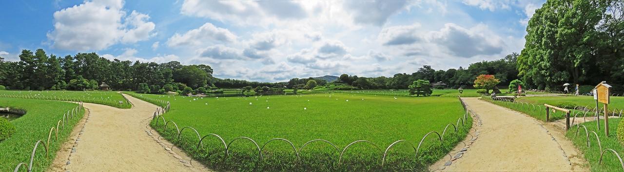 s-20160730 後楽園今日の延養亭前の散策路から眺めた園内ワイド風景 (1)