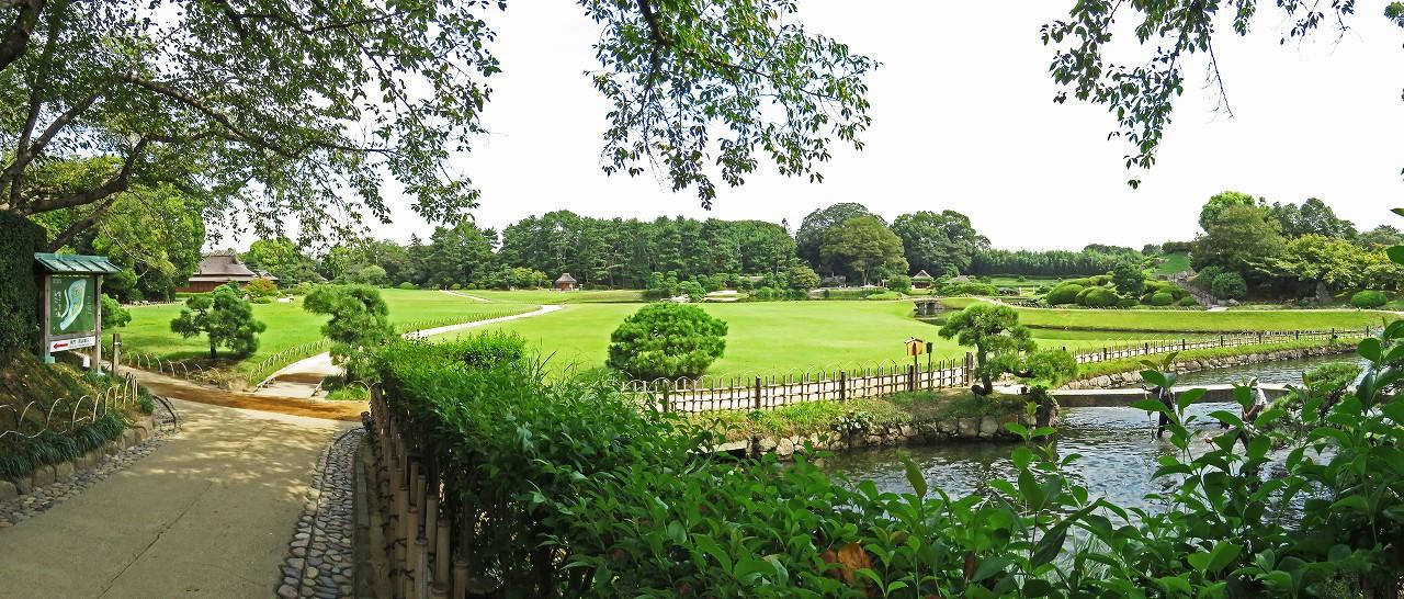 s-20160901 後楽園今日の南門から入って直ぐの処から眺めた園内ワイド風景 (1)