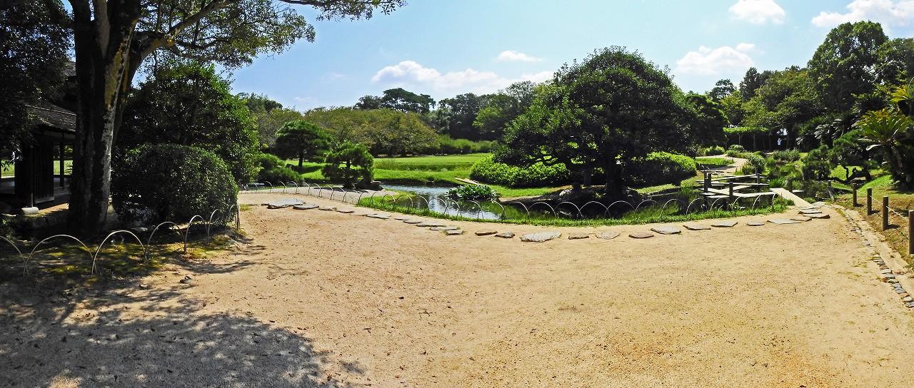 s-20160909 後楽園今日の八つ橋付近の園内ワイド風景 (1)