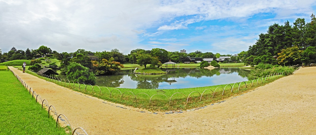 s-20160913 後楽園今日の園内沢の池ワイド風景 (1)