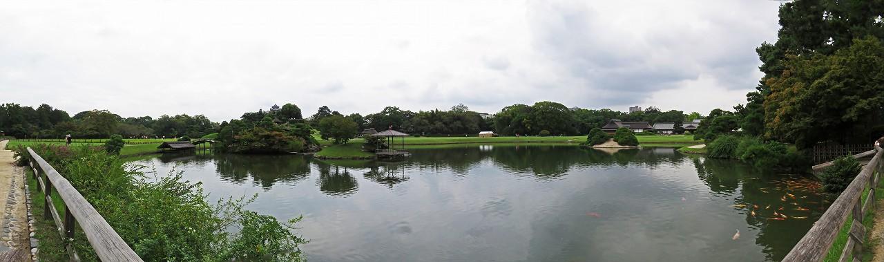 s-20160915 後楽園今日の園内沢の池越しに眺めるワイド風景 (1)