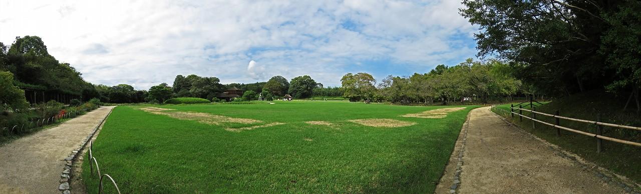 s-20160923 後楽園今日の午後イベント広場南端から眺めた園内ワイド風景 (1)