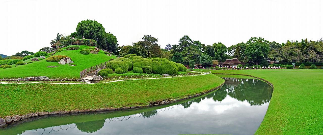 s-20160930 後楽園今日のひょうたん池越しに眺める園内ワイド風景 (1)