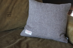 Cushion_02.jpg