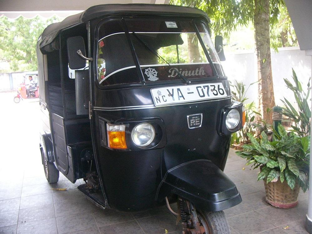 5三輪バイク・タクシーP1000615