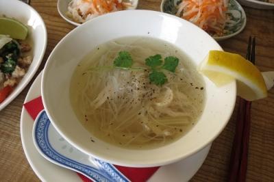 セロリとビーフンのスープ