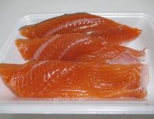 生鮭のピーマン詰めフライ 材料①