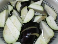 ホタテとナスのしょうが醤油炒め 調理①