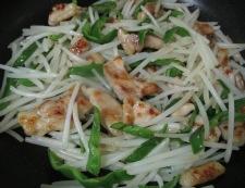 鶏肉ともやしのカレー風味炒め 調理④