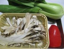 イカと舞茸のスパイシー照り焼き 材料②