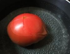 トマトとお揚げのサラダ 調理①