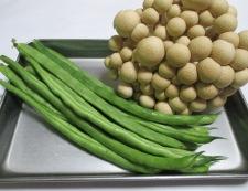 インゲンとしめじの鶏味噌炒め 材料②