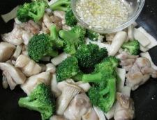 鶏もも肉とエリンギのうま塩レモン炒め 調理⑤