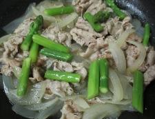 豚肉とアスパラの白ワイン煮 調理⑥