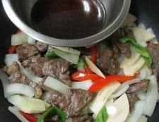 牛肉とピーマンの黒胡椒炒め 調理⑤