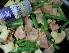 ベーコンとインゲンの胡椒炒め 調理⑤