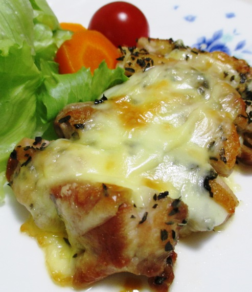 鶏もも肉のバジルチーズ焼き B