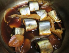 秋刀魚のコチュジャン煮 調理③