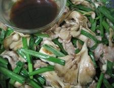 舞茸ニラ豚こま炒め 調理⑤
