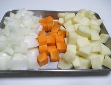 ベーコンと角切り野菜の黒胡椒炒め 【下準備】②