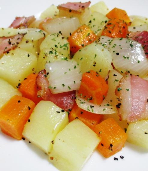ベーコンと角切り野菜の黒胡椒炒め 大