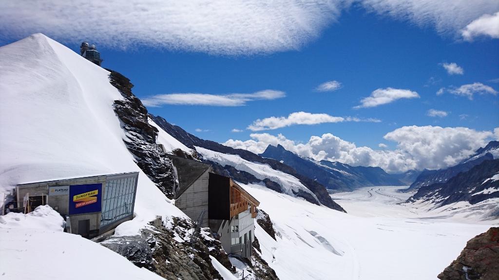 Jungfrauの上から