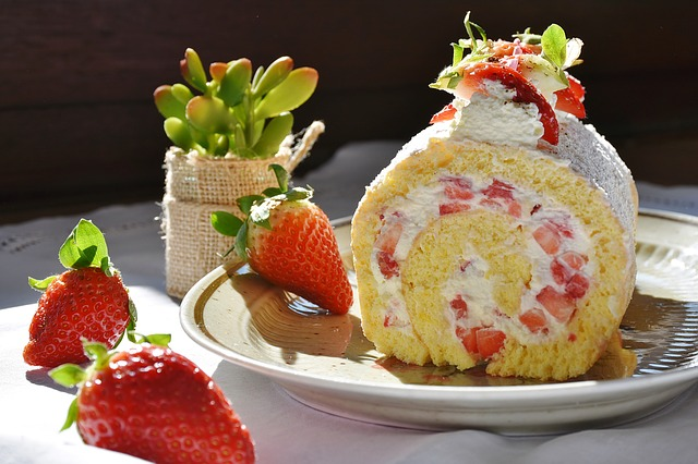 strawberry-roll-1263099_640.jpg
