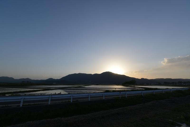 田植え期の弥彦山-4