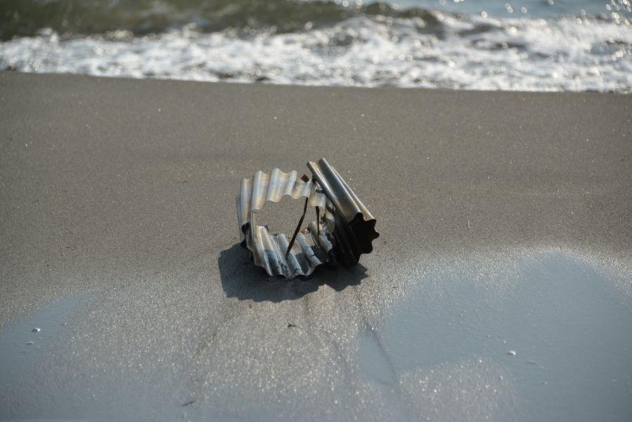 休日の浜-3