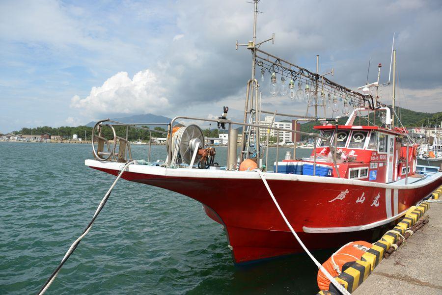 赤い漁船-1