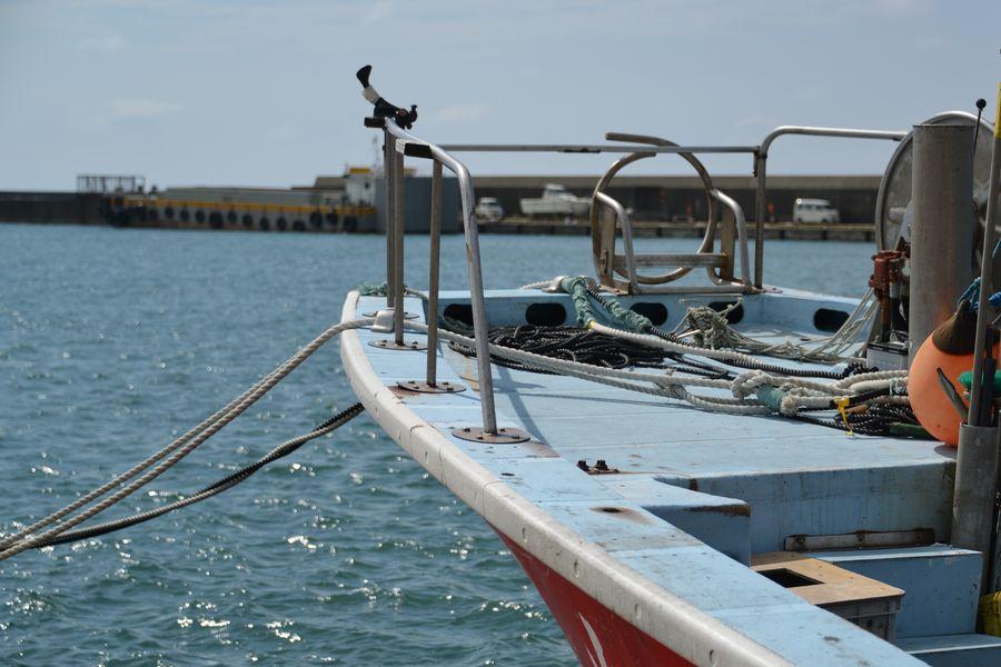 赤い漁船-2
