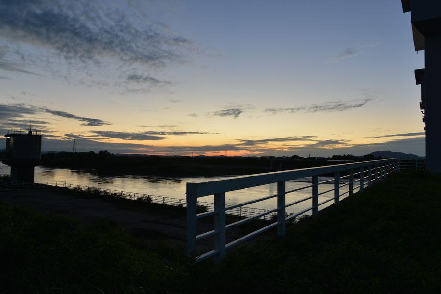 堰の夕暮れ時-3