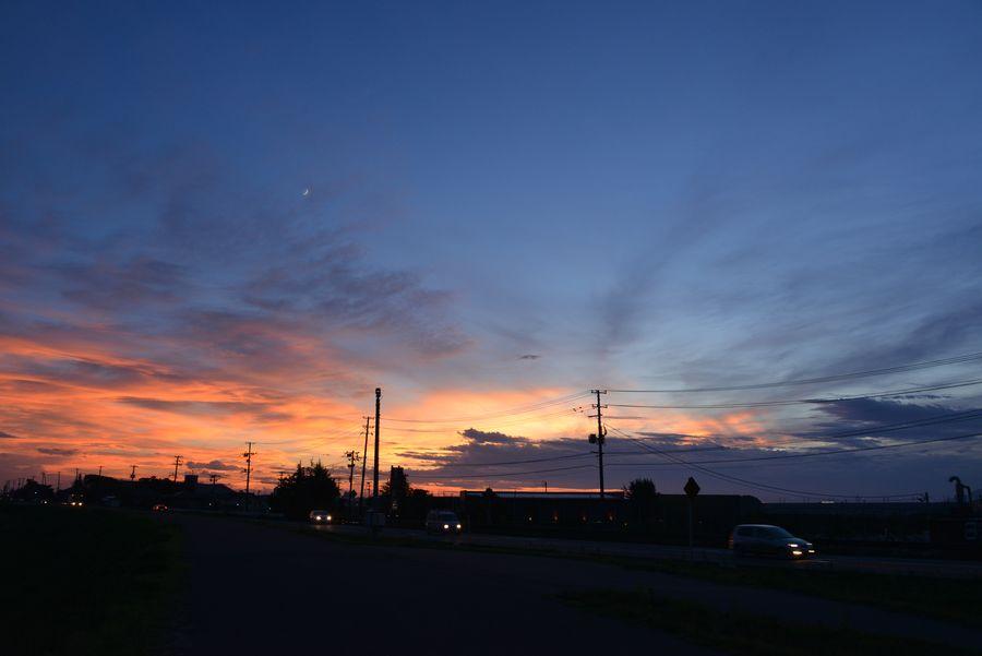 土手道からの夕暮れ-2