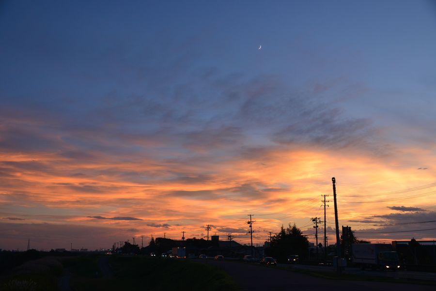土手道からの夕暮れ-5