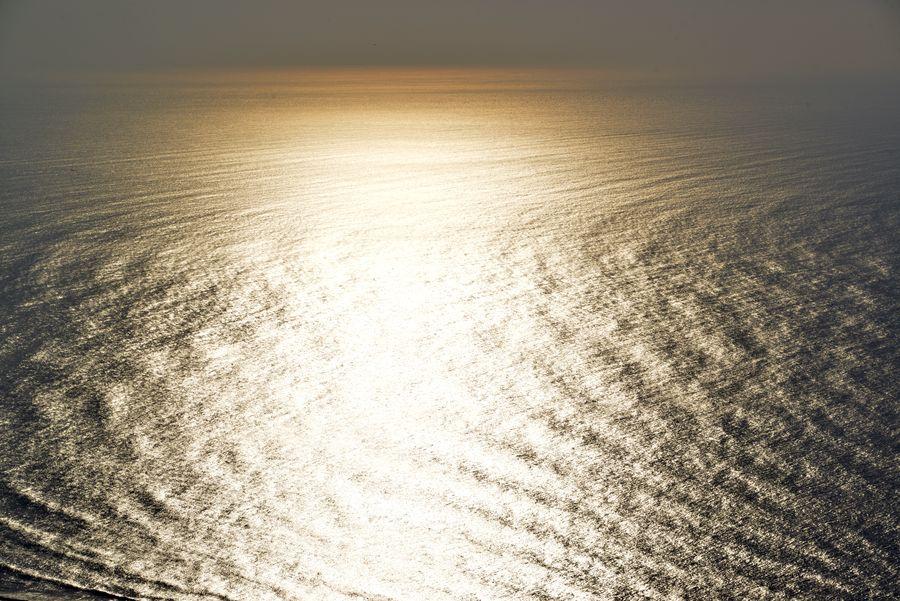 光る海-1