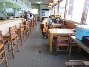 カウンター席、テーブル席