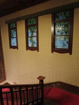 階段ホールのステンドグラス
