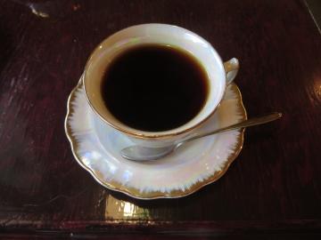ケーキセット 620円、ドリンクはコーヒーを