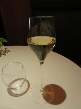 1杯目はシャンパーニュ
