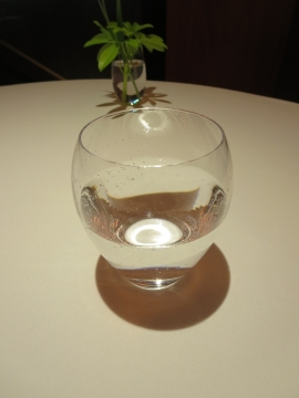 天然微炭酸水