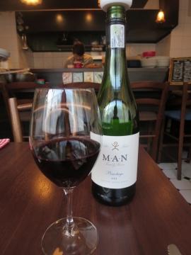 グラスワイン赤 700円