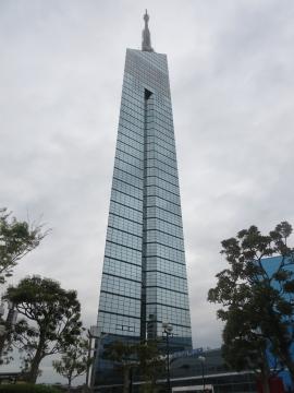 隣接する福岡タワー