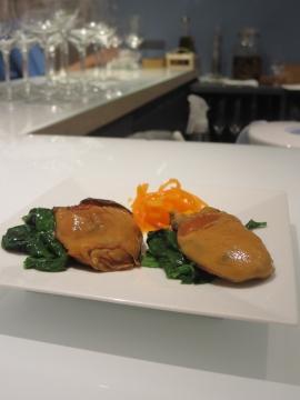 特大牡蠣の燻製(広島県産)とほうれん草のソテー 2個 980円