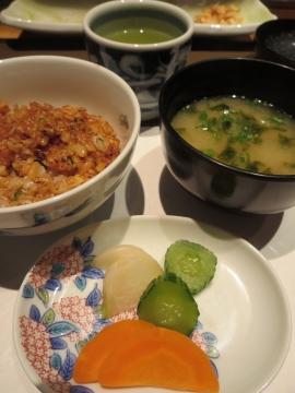 味噌汁の具は、生海苔と豆腐と葱