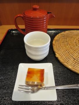 サラサラの蕎麦湯と、女性にだけと言われているプチデザート