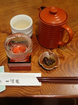 蕎麦味噌と日本酒、チェーサーに蕎麦湯をいただきました