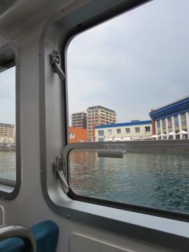 遊覧船の窓